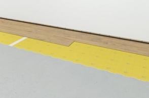 5.Поставете винилните подови панели